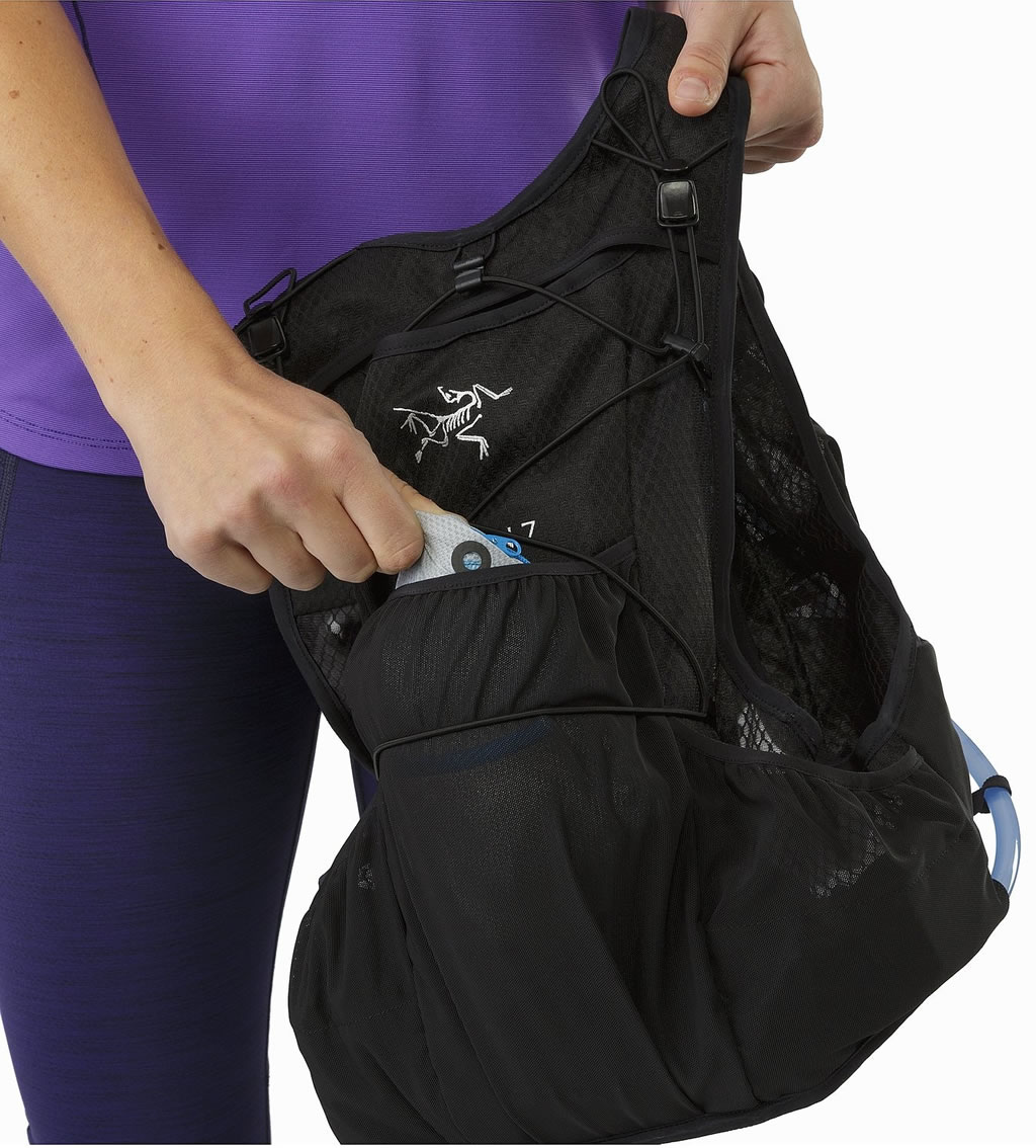 Hydration Vest for Runners by Arc'teryx, Pockets